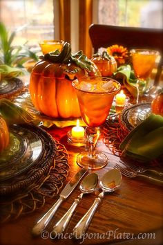 Halloween or Thanksgiving tablescape Thanksgiving Tablescapes, Holiday Tables, Thanksgiving Decorations, Happy Thanksgiving, Thanksgiving Blessings, Thanksgiving Pictures, Harvest Decorations, Décoration Table Halloween, Fall Halloween