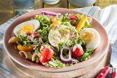 Omskep jou gunsteling gesonde slaai in 'n heilsame maaltyd. Pasta Recipes, Salad Recipes, Cooking Recipes, Penne, Healthy Salads, Healthy Recipes, Healthy Life, Nicoise Salad, Salsa Verde