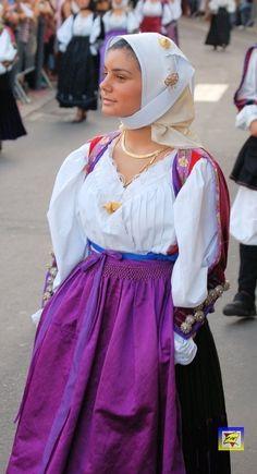 Costume_femminile_di_Bono