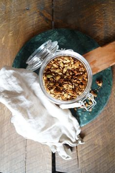 I've told you before about my love for breakfast. And I really recommend you to try this easy homemade granola recipe, since it is sooo easy. Diy Food, Granola, Homemade, Breakfast, Easy, Recipes, Crafts, Morning Coffee, Manualidades