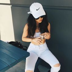 All white outfits are perfect Outfits With Hats, Casual Outfits, Cute Outfits, Fashion Outfits, Womens Fashion, Nike Fashion, White Nike Hat, White Nikes, Girls Tumblrs