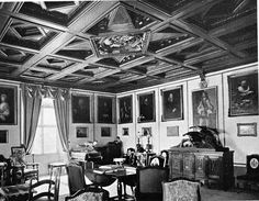 Bern: Schloss Burgistein Le château de Burgistein    Picture from 1914, has many Von Graffenried portraits hung on the wall.  Our seal in the ceiling.