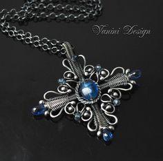 Celtic cross Fine/Sterling silver and kyanite pendant por vanini