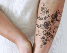 Violet Flower Tattoos, Flower Vine Tattoos, Flower Bouquet Tattoo, Flower Tattoo Arm, Floral Foot Tattoo, Violet Tattoo, Floral Tattoos, Hipster Tattoo, Boho Tattoos