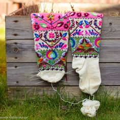 Katariina kudugurmee: Tikitud muhu sukad on veel pooleli. Knitting Socks, Patterns, Knit Socks, Block Prints, Pattern, Models, Templates