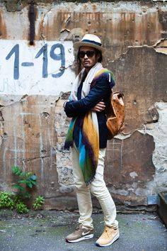 Navy and Cream with pops of color. Berlin Street Style, Street Look, Real Style, My Style, Berlin Fashion, Street Fashion, Fashion Essentials, Sneakers Fashion, Cowboy Hats