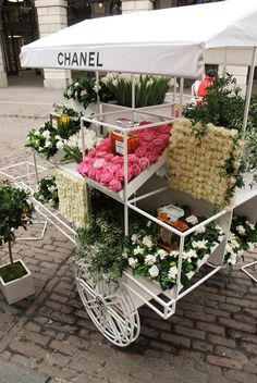 sunday inspiration CHANEL POP UP SHOP (if you think about it, carts and mall kiosks were the first pop-up shops)