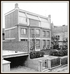Atelier de Georges Braque (1927) Rue Georges Braque 75014. Architecte : Auguste Perret. Architecture Parisienne, Architecture Old, Contemporary Architecture, Georges Braque, Paris 14, Famous Architects, Construction, Bauhaus, Exterior