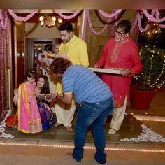 Aww! Aaradhya enjoys Diwali with family, Big B shares picture! | PINKVILLA