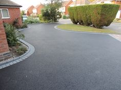Birmingham based Oakleaf Driveways Limited have over 50 years experience and are specialist installers of black tarmac drives and driveways. Driveway Blocks, Driveway Paving, Garden Paving, Driveway Landscaping, Concrete Driveways, Walkway, Front Garden Ideas Driveway, Modern Driveway, Asphalt Driveway