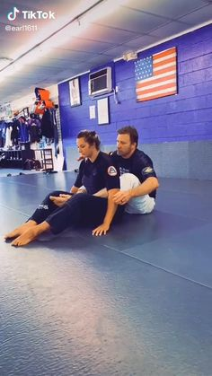 Krav Maga Self Defense, Self Defense Moves, Self Defense Martial Arts, Martial Arts Techniques, Self Defense Techniques, Martial Arts Workout, Martial Arts Training, Karate, Jiu Jitsu Moves
