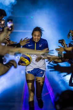 Volleyball Uniforms, Female Volleyball Players, Women Volleyball, Alyssa Valdez, Clothing Sketches, Wallpaper Quotes, Girl Crushes, Eagles, Beast