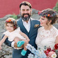 Colorful Flower Crowns Simple Flower Crown, White Flower Crown, Floral Crown, White Flowers, Wax Flowers, Colorful Flowers, Wedding Looks, Bridal Looks, Bridal Hairdo