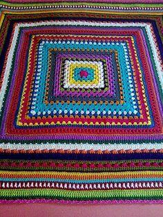 Mixed-stitches granny square blanket, free tutorial by Antara Celetna (Google translate) . . . . ღTrish W ~ http://www.pinterest.com/trishw/ . . . . #crochet #afghan #throw