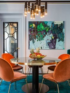 Love the table. Luxe Dining Room with gold pendant light and orange velvet dining chairs Dining Room Lighting, Dining Room Chairs, Dining Furniture, Dining Rooms, Furniture Design, Furniture Ideas, Dining Tables, Dining Area, Table Lighting