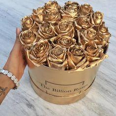 """L O V E @the.billion.roses I woke up to these #HappyVday #Love"""