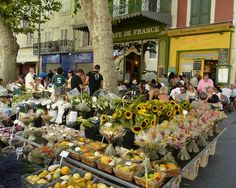 A local market with #flowers and delicacies of the #Loire_Valley.