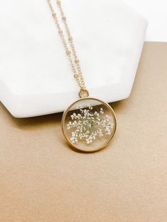 Pressed Flower Necklace for Women, Gold Pendant Necklace, Queen Annes Lace Gift For, Mom Birthday Gift From Daughter, Preserved Flowers in