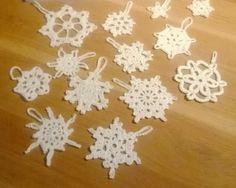 Kersthangers (sneeuwvlokken en sterren) haken voor in de kerstboom