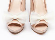 Klipsy do butów Ballerina's Bow - Ecru  Dostępne w butiku internetowym Madame Allure.
