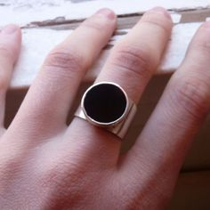 Geometric and minimalist ring in black color. I used geometric shapes to compose the design of this modern and unique ring. The contrast between the shiny silver and black stones looks fantastic, it's perfect for a night of celebration, a cocktail, to shine with the perfect geometric design.