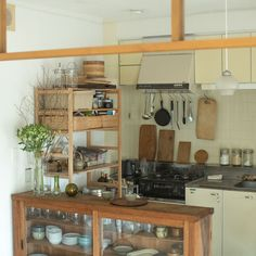 Kitchen Dinning, Home Decor Kitchen, Country Kitchen, Kitchen Interior, Home Interior Design, Home Kitchens, Decorating Above Kitchen Cabinets, Kitchen Cabinet Design, Boys Room Design