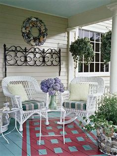 ❤ Celebrate cottage style- An old iron headboard hung on the wall becomes a focal point on this easygoing porch. Seashells act as works of art on a wreath and a flowerpot, while green plants paired with a bunch of hydrangeas keep this spot feeling fresh.