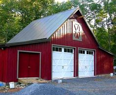 pole barn garage What's a car barn? Well, it's a garage that has the practicality of barn. It's a building that looks great in a country setting and has big parking spaces for cars, pi Pole Barn Plans, Pole Barn Garage, Building A Pole Barn, Barn House Plans, Pole Barn Homes, Pole Barns, Cabin Plans, Pole Barn Builders, Timber Garage