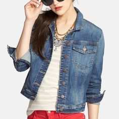 Denim jacket Never worn adorable denim jacket. Can be worn 100 different ways in any season. It's the perfect closet staple. ✖️Offers through offer button only! Bundle&Save Jackets & Coats Jean Jackets