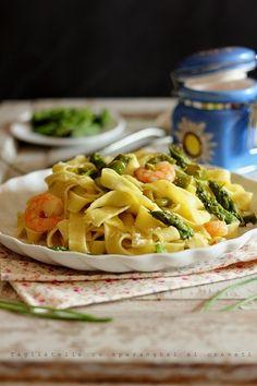 Paste cu sparanghel si creveti -Tagliatelle with shrimp and asparagus Shrimp And Asparagus, Yams, Allrecipes, Pasta Salad, Macaroni And Cheese, Nom Nom, Delish, Cabbage, Cooking Recipes