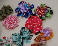 Little Birdie Secrets: how to make a hair bow... don't think the one she did but other tutorials that look good.