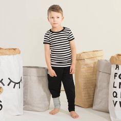 SNAP junior housut, musta | NOSH verkkokauppa | Kevään lasten uutuusmallistossa leikitellään joutsenien, pesukarhujen ja raitojen iloisessa joukossa. Tilaa tuotteet NOSH edustajalta tai verkosta nosh.fi/lapset (This collection is available only in Finland but you can shop these wonderful fabrics online en.nosh.fi)