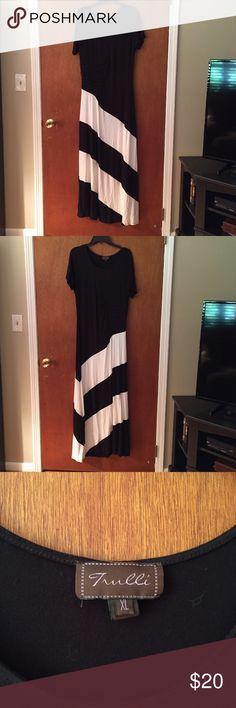 Nice sun dress short sleeve Trulli Maxi dress, short sleeve. Very nice on. Too big for me now, worn one on a cruise trulli Dresses Maxi