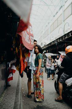 Rustic Engagement Shoot in Gorontalo, Indonesia Rustikales Verlobungs-Trieb in Gorontalo, Indonesien Couple Photoshoot Poses, Couple Photography Poses, Photography And Videography, Couple Portraits, Couple Posing, Street Photography, Pre Wedding Shoot Ideas, Pre Wedding Poses, Pre Wedding Photoshoot