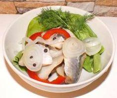 śledzie - PrzyslijPrzepis.pl Caprese Salad, Chicken, Food, Meals, Yemek, Insalata Caprese, Cubs, Eten