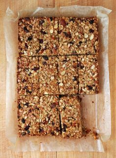 Chewy Fruit and Nut Granola Bars These sweet, satisfying granola bars (which just so happen to be vegan) are as good for breakfast as they are as a mid-afternoon snack. Chewy Granola Bars, Homemade Granola Bars, Oat Bars, Homemade Breakfast Bars, Healthy Granola Bars, Raw Food Recipes, Snack Recipes, Cooking Recipes, Fruit And Nut Recipes