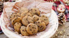 バナナとパン粉で作る「チョコチップソフトクッキー」のレシピと作り方を動画でご紹介します。小麦粉やHMなどの粉は不使用、材料4つであっという間にできちゃいますよ♪ソフトクッキーのようなしっとり食感がくせになる、やさしい甘さの簡単おやつです。 ■材料(2〜3人分/20分) ・パン粉:80...