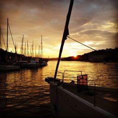 sundowner in milna   #digitalnomad #workfromanywhere #davidlenherr #sailinglife #sycantoria