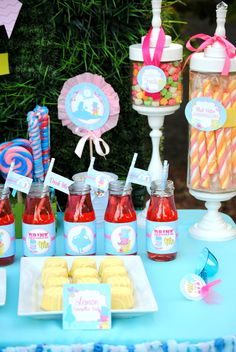 Treats at a Alice in Wonderland Party #aliceinwonderland #party