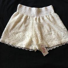 Crochet Shorts 100% polyester                                                        NO TRADING Shorts