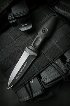 Shopping online for the Extrema Ratio Knives Pugio Fixed Blade Knife? Knife Country USA is a premire retailer with the largest selection of knives anywhere. We have been selling outdoor survival gear like the Extrema Ratio Knives at disc Cool Knives, Knives And Tools, Knives And Swords, Pretty Knives, Tactical Knives, Tactical Gear, Armas Wallpaper, Combat Knives, Military Knives