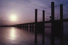 Por-do-sol na Ponte do Guaíba, em Porto Alegre, Rio Grande do Sul.