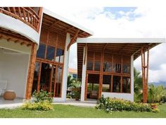 Casa chinauta - Paperblog Bamboo Architecture, Organic Architecture, Earthship, Interior Exterior, Hostel, Restaurant Design, Beach House, House Plans, Pergola