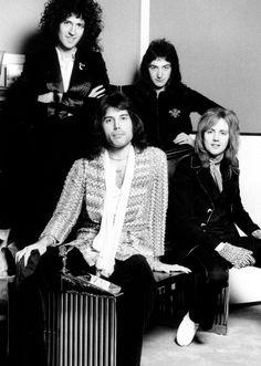 Brian May, Freddie Mercury, John Deacon, Roger Taylor John Deacon, Queen Pictures, Queen Photos, Queen Images, Queen Freddie Mercury, Brian May, Best Rock Bands, Cool Bands, Adam Lambert