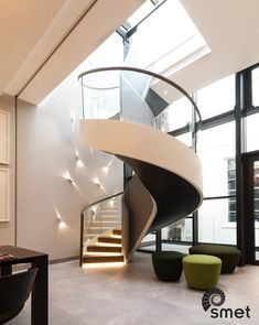 We're very proud to share these pictures of a recently completed project where we designed and installed a helical staircase spiralling over 540° (!). It's one of the eye catchers in the major renovation of a Belgravia townhouse. At the same time it's a school example of how we use the glue lam principle to create helical, freestanding staircases.  We worked closely together with Schneider Architects, who designed the house, and Coniston Ltd. who was the main contractor.