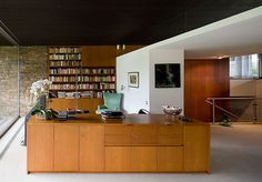 Moodboard shelving and built-ins Pescher House by Richard Neutra Richard Neutra, Richard Meier, Zaha Hadid Design, Modern Architecture House, Interior Architecture, Chinese Architecture, Futuristic Architecture, Modern Houses, Mid-century Interior