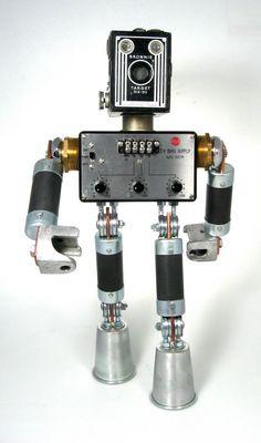 robot recup   Brian Marshall fabrique ces petites sculptures de robots joyeux à ...