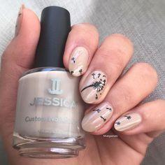 Dandelion nails  @jessicacosmetics naked contours #NakedContours#jessobsessed#jessicacosmetics#silhouettecollection#dandelions