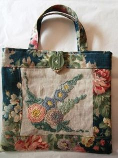 Molto ispirato a questa borsa. Nostalgia at The Stone House - My Creations: Buttons . - Bags / Purses / Totes - Molto ispirato a questa borsa. Nostalgia at The Stone House - My Creations: Buttons . Patchwork Bags, Quilted Bag, Vintage Embroidery, Vintage Sewing, Embroidery Designs, Embroidery Bags, Crewel Embroidery, Vintage Fabrics, Diy Sac