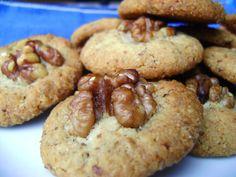 J'aime l'idée de pouvoir créer des petites bouchées sucrées et gourmandes en deux temps, trois mouvements. Laurier aussi. Une petite envie de sucré, et hop ! Quelques cookies voient le jour. Besoin de réconfort, et hop ! Des petits caramels mous apparaissent…...